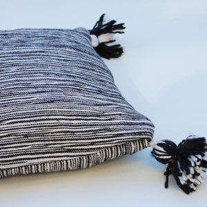 Stripe svartvit kudde
