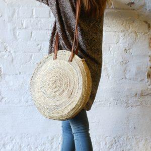 rund stråväska med läderband